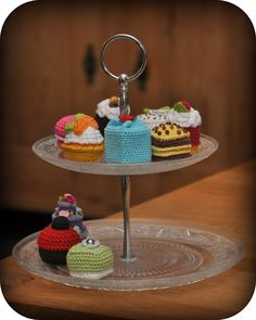 Grietjekarwietje: Petits Fours free patterns!