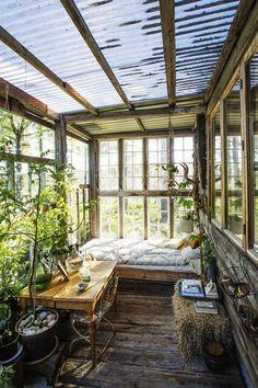 - Det er fantastisk å ligge her i regnet og høre trommingen på taket - Aftenposten