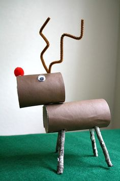 Reindeer activities for Kids: Craft and Counting Game - Tutorial in how to make a Rudolph the red nose reindeer Christmas decoration from the inside of a toilet roll