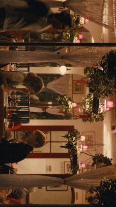영화 어바웃타임 배경화면 공유 : 네이버 블로그 Aesthetic Iphone Wallpaper, Aesthetic Wallpapers, Movie Couples, Beautiful Posters, Romance Movies, Christmas Mood, Pastel Wallpaper, Photo Wall Collage, Film Stills