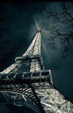 """#PARIS Vote ♡ J'aime sur """"Couleurs de Lecture"""" par Céline RIGAL en suivant le lien : http://on.fb.me/1qRuge6"""