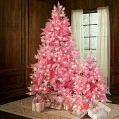 Pink is a besutiful colour for a christmas theme