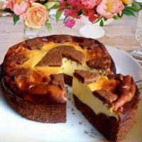 Russische chocoladekwarktaart is één van Europa's meest populaire taarten, een heerlijke combinatie van knapperig chocoladezandtaartgebak met een chee...
