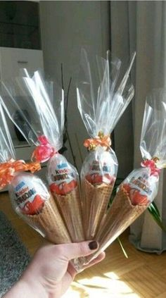 Super gifts for kids eid ideas Cute Gifts, Diy Gifts, Best Gifts, Handmade Gifts, Eid Cards, Candy Bouquet, Easter Treats, Food Gifts, Gifts For Kids
