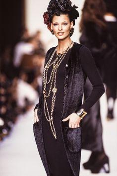 Linda Evangelista || Chanel RTW Autumn/Winter 1992-1993 fashion show.