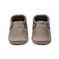 Our new Terrain Collection features some of our most natural leather yet, similar to our Oak shoes. These shoes soften and develop a beautiful patina with use Thick Leather, Natural Leather, Leather Baby Shoes, Baby Baskets, Baby Store, Baby Boy Fashion, Comfortable Shoes, Moccasins, Baby Design