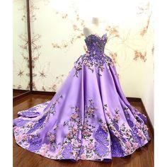 Vestido inspirado na Rapunzel roxo e florido