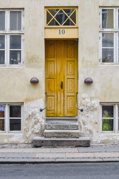 WHAT TO DO IN COPENHAGEN, BYMARTINA, www.bymartina.com, copenhagen, københavn, Denmark, visit copenhagen, visit Denmark, Danmark, Copenhague, sightseeing, travelling, scandinavia, danish, scandinavian, street, colorful, colourful, houses , doors, doorway