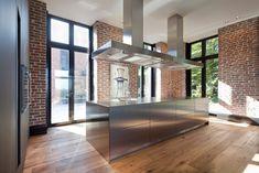 Cozinhas  por SONJA SPECK FOTOGRAFIE, Moderno Villa, Room Interior Design, Brick Wall, Lofts, Decoration, Industrial Style, Kitchen Dining, Hotels, Mansions