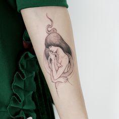 silverback girl hug snake tattoo by @tattooist_doy