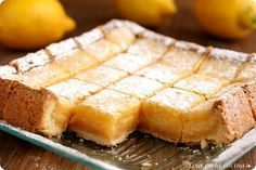 Lemon bars - site is in Spanish, but can be translated. Other yummy-looking recipes, too. Sweet Recipes, Cake Recipes, Dessert Recipes, Lemond Curd, Pan Dulce, Lemon Bars, Cakes And More, Baked Goods, Love Food