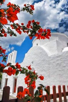 Red and white! Greece Vacation, Greece Travel, Greece Tours, Greece Islands, Santorini Greece, Holiday Destinations, Beautiful Places, Beautiful Scenery, Inspiration