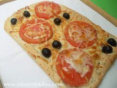 Focaccia con aceitunas y tomate. Apunta cómo se prepara esta focaccia aromatizada que nos explican cómo hacer desde el blog Caceroladas-