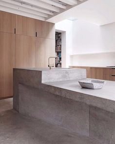 Modern steel and concrete house by McLaren Excell has so many beautiful raw surfaces and textures going on. The concrete work in this house is stunning. Outdoor Kitchen Countertops, Concrete Kitchen, Concrete Houses, Concrete Wood, Concrete Countertops, Kitchen Island, Concrete Projects, Beton Design, Küchen Design