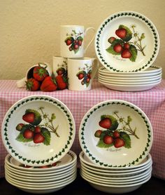 The English Cottage: Portmeirion Strawberry Fair Strawberry Kitchen, Strawberry Hill, Strawberry Patch, Strawberry Fields, Strawberry Recipes, Strawberry Shortcake, Strawberry Pictures, Portmeirion Pottery, Strawberry Decorations