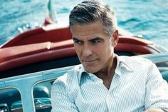George Clooney verbringt seinen Urlaub am Comer See in Italien Italienische Seen bieten atemberaubende Landschaften während des ganzen Jahres an. Die unvergleichbare Faszination vom Comer See im Norden Italiens hat den berühmten Schauspieler George Clooney verzaubert.