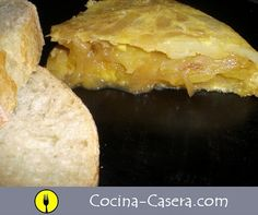 Tortilla de patata con cebolla caramelizada.