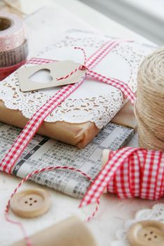 Gift wrap idea with brown paper and gingham
