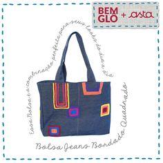 Sou feita com jeans reaproveitado e forrada com veludo claro. Vem conhecer minha história no site da Bemglô, a loja oficial da Gloria Pires!  . #bemglo #momentobemglo #produtos #paravoce #parasuacasa #acessorios #estilo #jeans #bolsa