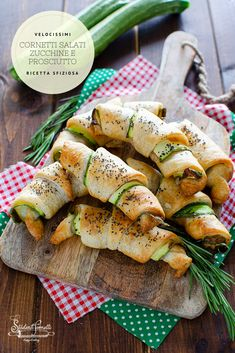 Puff Pastry Appetizers, Appetizer Recipes, Snack Recipes, Healthy Recipes, Sfogliatelle Recipe, Crescent Recipes, Confort Food, Good Food, Yummy Food