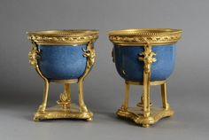 Paire de cassolettes en porcelaine de Chine bleu céleste à monture en bronze doré de style Louis XVI. H.: 18 cm. - Coutau-Bégarie - 27/05/2016 Lots, Objet D'art, Louis Xvi, Urn, Planter Pots, Bouquet, Bronze, Antiques, Decor