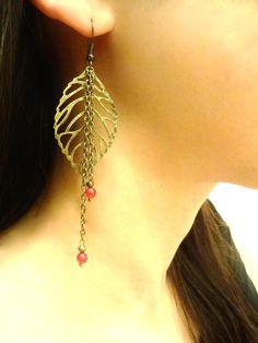 Boucles d'oreilles feuilles bronze avec perles de jade rouge : Boucles d'oreille par les-bijoux-d-aki