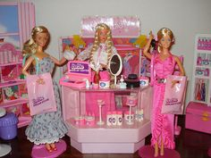 Barbie Make-Up Department by Barbie Creations, via Flickr