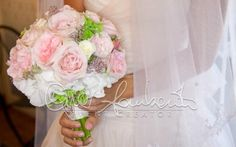 Bouquet sposa dai colori delicati e dai dettagli preziosi.