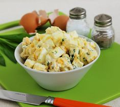 Medvehagymás tojássaláta Potato Salad, Bacon, Paleo, Food And Drink, Potatoes, Ethnic Recipes, Easter, Bulgur, Potato