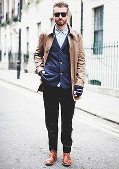 – black harem pants for men for a different look Mens Fashion Casual Shoes, Mens Fashion Blazer, Denim Fashion, Male Fashion, Fashion Hub, Street Fashion, Casual Wear, Fashion Ideas, Black Pants Outfit Mens