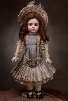 Кукла BRU Bebe 46 см - на сайте антикварных кукол.