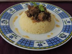 Couscous cu tocanita de ficatei si inimi de pui si ciuperci Couscous, Quinoa, Grains, Rice, Pudding, Meat, Ethnic Recipes, Desserts, Food