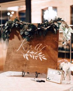 A new kind of guest book, for a lovely bride this past autumn. Also with @paperockscissor and @tiffanykokal @munsterrose @blushandwhim @chowgirlscatering 🌿