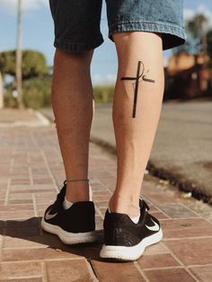 36 Einfaches religiöses Tattoo-Design für Männer - Accessories and Jewelry - tatos Simple Cross Tattoo, Cross Tattoo For Men, Cross Tattoo Designs, Tattoo Designs Men, Calf Tattoo Men, Leg Tattoos, Body Art Tattoos, Tribal Tattoos, Tatoos