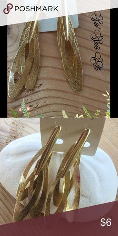 Gold color earrings Kinda retro looking . But totally cute. Brushed gold color. Jewelry Earrings