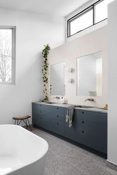 Gallery of Alpha House by Buildher Collective Local Australian Architecture … - Architecture Organique Bathroom Niche, Bathroom Colors, Bathroom Sets, Modern Bathroom, Beautiful Bathrooms, Bling Bathroom, Bathroom Tapware, Small Bathrooms, White Bathroom