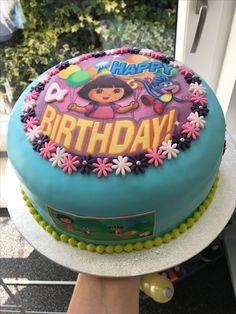 Dora taart met aardbeien bavarois en roze botercreme