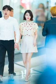 IU 170507 SignEvent Iu Moon Lovers, Korean Babies, Iu Fashion, Pop Singers, Her Music, Debut Album, Asian Style, Little Sisters, Skirt Outfits