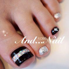 Pedicure nail art natural Ideas for 2019 Black Toe Nails, Pretty Toe Nails, Cute Toe Nails, Pedicure Nail Art, Toe Nail Art, Manicure And Pedicure, Painted Toe Nails, Diy Acrylic Nails, Nail Designs Pictures