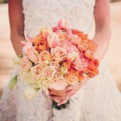 I fiori arancio simboleggiano la gioia, l'allegria e la piena soddisfazione per un successo già raggiunto. E poi, non sono bellissimi?