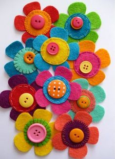 Felt flowers with buttons sewing inspiration. / paper-and-stringGreat for clippies Flores de feltroFelt flowers with button centers Great way to get kids started with sewing!paper-and-string: sample making. Teach the kids simple stitches and button s Button Flowers, Felt Flowers, Diy Flowers, Fabric Flowers, Colorful Flowers, Paper Flowers, Beautiful Flowers, Button Art, Button Crafts