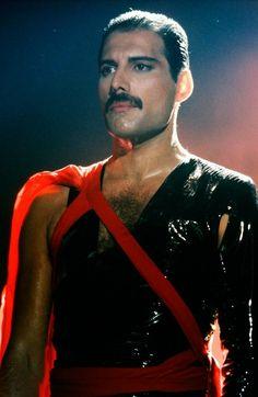 Freddie Mercury In Radio GaGa Music Video Stevie Nicks, Rock Bands, Roger Taylor, We Will Rock You, Somebody To Love, Queen Freddie Mercury, Queen Band, Brian May, John Deacon