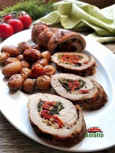 Rulada de porc cu spanac rosii si branza are de toate, ingredientele din umplutura ii dau un gust nemaipomenit, nu va speriati de spanac, are si el rolul lui in aceasta reteta. Iar pe langa toate aceastea se poate coace impreuna cu garnitura adica cu cartofii care daca tot e sezonul musai sa fie noi si cat mai mici. Baked Potato, Potatoes, Baking, Ethnic Recipes, Pork, Potato, Bakken, Backen, Baked Potatoes