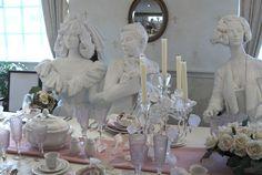 Ztvárnění svatby Eugena von Boch a Octavie Villeroy. V životní velikosti v muzeu firmy v Mettlachu. Tato svatba stvrdila obchodní svazek firmy Villeroy & Boch a učinila ze dvou rodin jednu. Rodin, Design, Design Comics