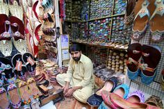 Shoeseller and repairman in Dubai