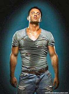 Julian McMahon starred in Charmed, Nip/Tuck, Fantastic Four, Red > watching Nip/Tuck and Christian made me obsessed with broad shoulders and buff guys :P