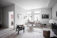 This Scandinavian apartment feels and looks like a luxurious hotel. The light apartment is newly built and it is designed with luxury and quality in mind. The entire apartment feels bright and fresh and that bedroom with walk in closet is absolutely to die for. Waking up here must feel like you're living in a …