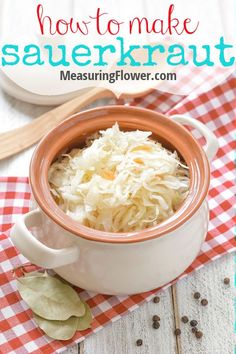 Making homemade, super healthy sauerkraut is super simple and easy thank to the Kraut Source lid! Discover how to make this amazing lacto-fermented food! Dairy Free Recipes, Real Food Recipes, Yummy Food, Healthy Recipes, Sour Cabbage, Homemade Sauerkraut, Nutrition Articles, Healthy Sides, Foods With Gluten
