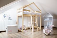 When you want to take advantage of the height of the bedroom and have more ground floor available, one of the best options that you have is to buy a loft bed. Wooden Bunk Beds, Wooden Bed Frames, Kids Bunk Beds, Bedroom Bed, Kids Bedroom, Scandinavian Kids Rooms, Scandinavian Style, Bed Springs, House Beds