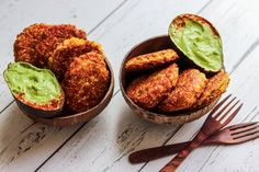 Spicy Corn Fritters with an Avocado Basil Dip – Coconut Bowls EU Vegetarian Appetizers, Vegetarian Dinners, Vegetarian Cooking, Appetizer Recipes, Vegetarian Recipes, Healthy Recipes, Vegan Corn Fritters, Healthy Food Alternatives, Lunch Box Recipes